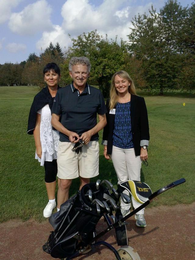 Le journaliste Nelson Monfort en compagnie de Tina Blaise et Béatrice Rosemann de GHW